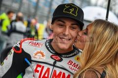 Auch Markus Reiterberger konnte sich ein Lächeln in der Startaufstellung nicht verkneifen.
